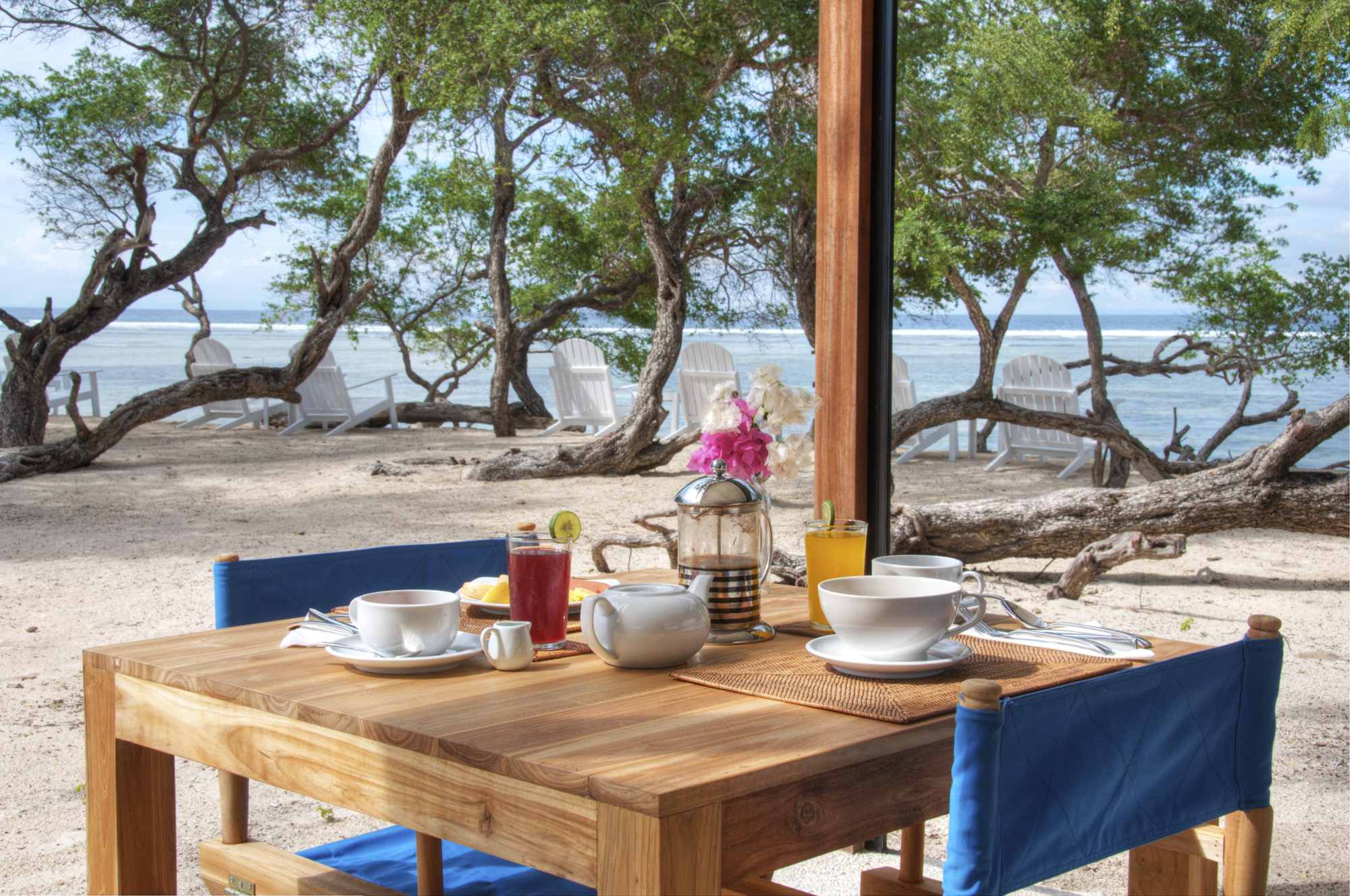 Gili Teak beachfront breakfast